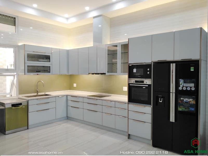 Tủ bếp nhôm kính cao cấp mang vẻ đẹp sang trọng, đậm chất phương Tây, giúp tỏa sáng cho góc bếp